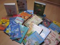 Neue Bücher für die Schulbücherei - Foto/Abbildung: St. Weyerer